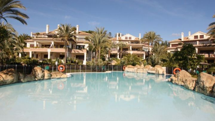 Marbella East, 3 bedroom garden apartment for sale in Los Monteros Playa, Marbella East