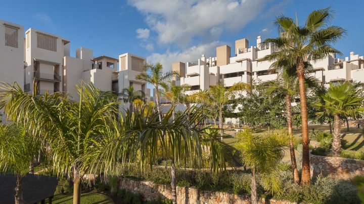 Estepona, Bahía de la Plata, New Golden Mile, 4 bed penthouse for sale Beachfront