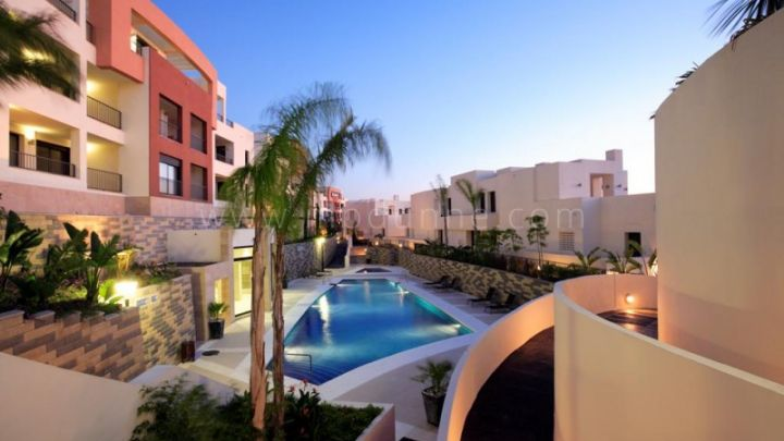 Marbella East, Altos de Los Monteros, Marbella East, last penthouses available at a discounted price!