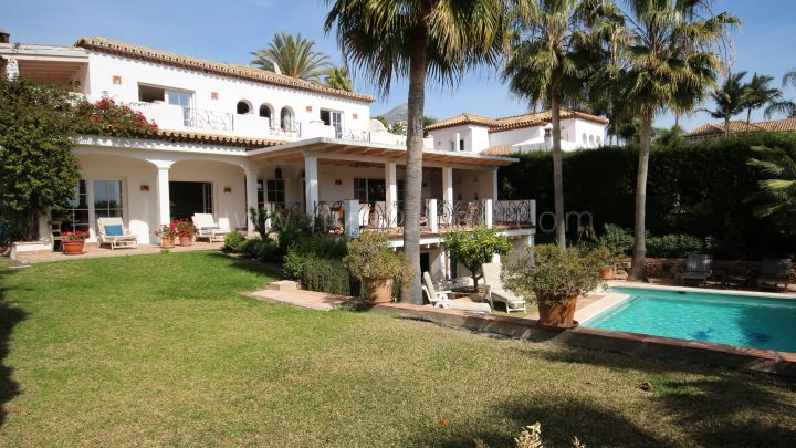 Nueva Andalucia, Family villa close to golf in Marbella Country Club