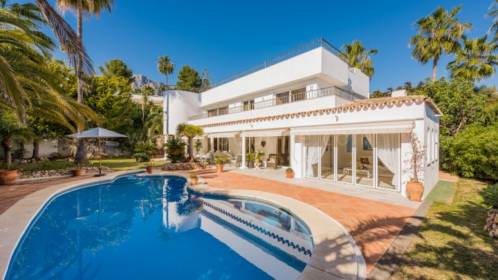 Marbella Golden Mile, Villa säljes i Altos Reales på Golden Mile i Marbella