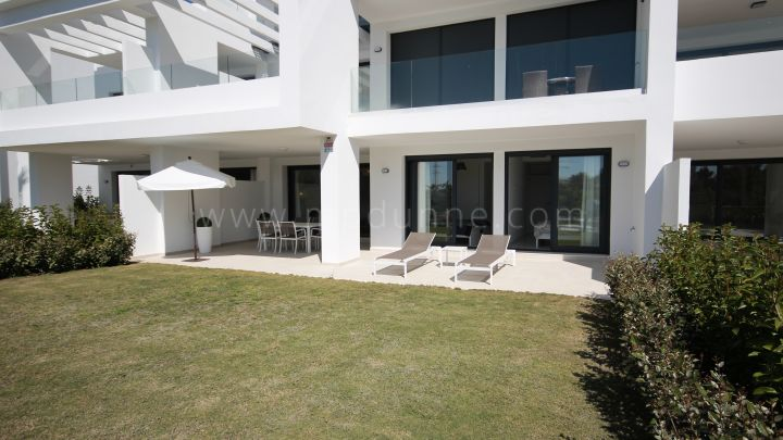 Estepona, Ground floor apartment in Terrazas de Atalaya, Benahavís