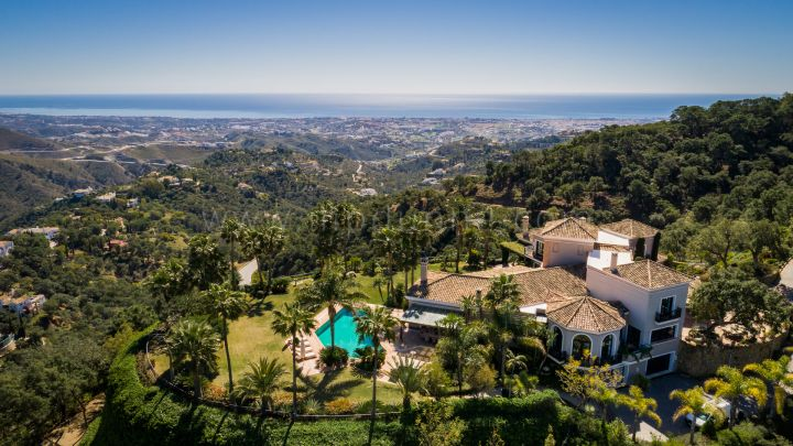 Benahavis, Elegant Villa in La Zagaleta with Panoramic Sea Views