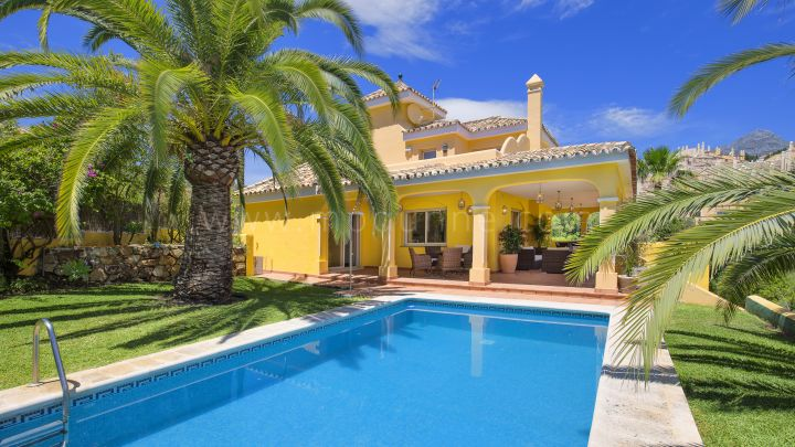 Nueva Andalucia, 5 bedroom villa for sale in Los Naranjos Hill Club, Marbella
