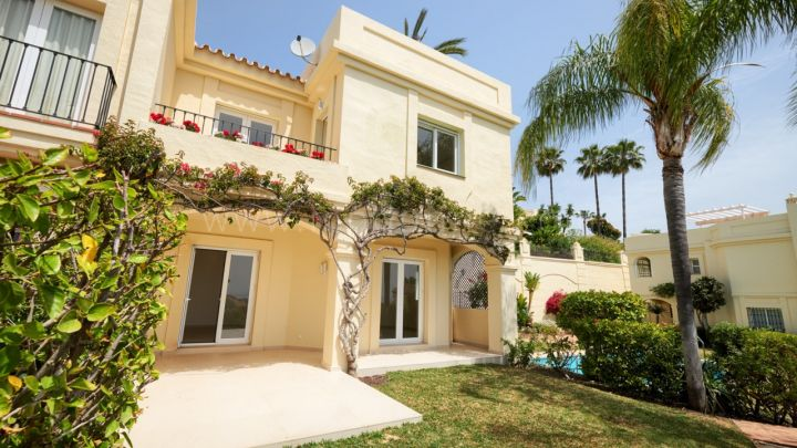 Benahavis, Recently renovated spacious townhouse in Benahavis