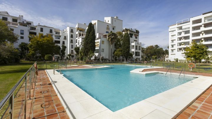 Marbella - Puerto Banus, Renovated apartment in Puerto Banús