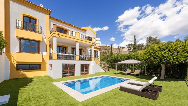 Benahavis, Magnificent semi detached villa in La Heredia de Montemayor