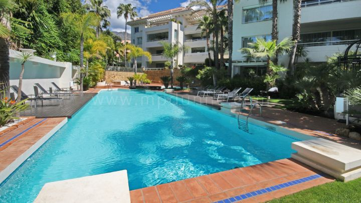 Marbella Golden Mile, Renovated ground floor apartment in Nagüeles, Marbella
