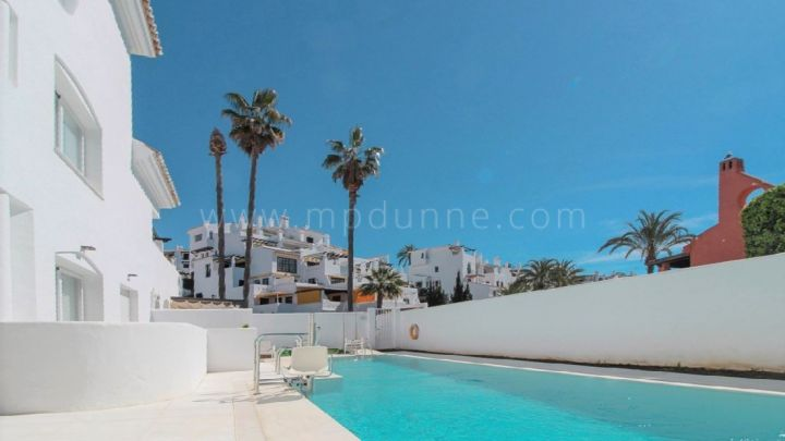 Nueva Andalucia, Fully furnished 2 bedroom apartment with walking distance to the beach