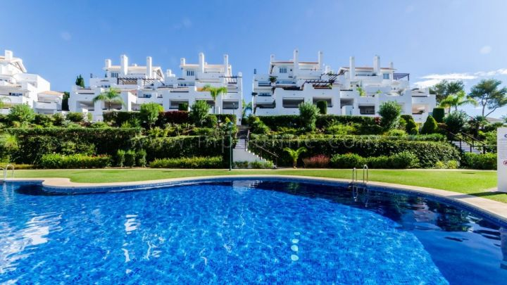 Marbella East, Ground floor apartment in a frontline beach complex