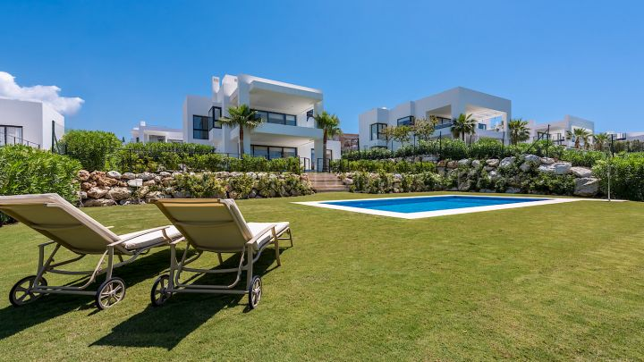 Nueva Andalucia, New Modern Villa in gated Community in Nueva Andalucia Marbella
