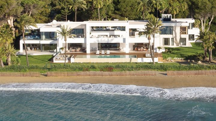 Estepona, Exclusive Beachfront Villa in New Golden Mile, Estepona