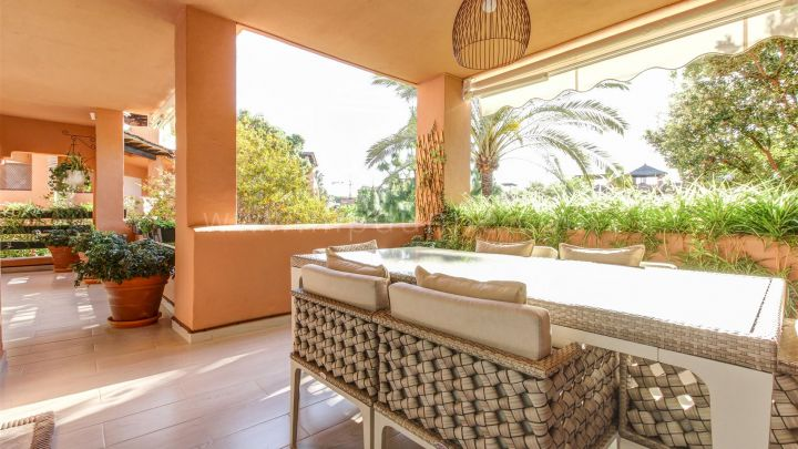 Estepona, Stunning apartment in a beachside development in New Golden Mile.