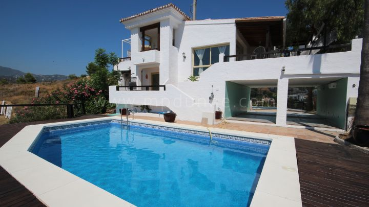 Benahavis, Spacious family villa with panoramic views in La Alqueria