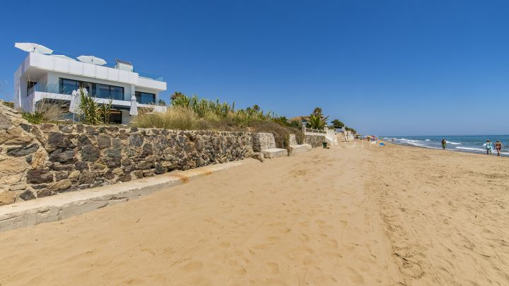 Marbella East, Frontline Beach Villa in Costabella