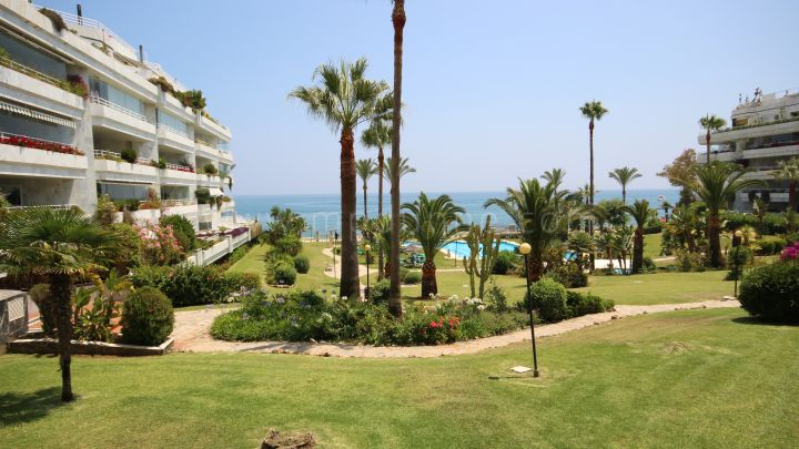 Marbella Golden Mile, Fronline beach ground floor apartment in Playa Esmeralda