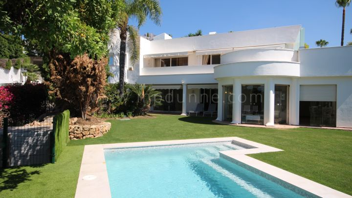 Marbella Golden Mile, Villa with Sea Views in Altos Reales, Marbella