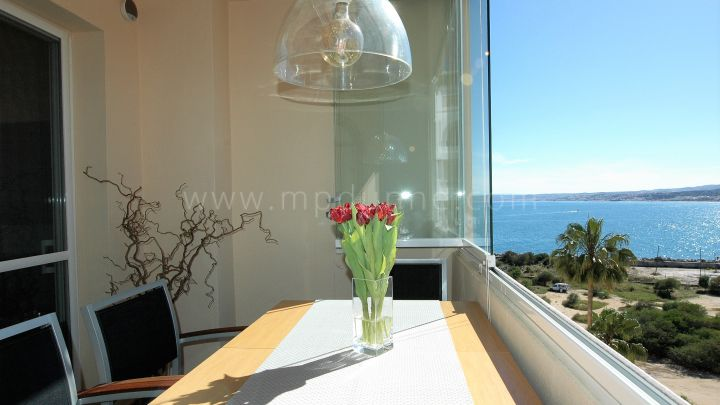 Estepona, Cozy Frontline Beach apartment in Estepona