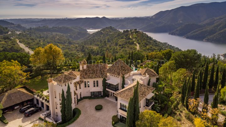 Istan, Marbella Luxury Estate with extraordinary Sea and Lake Views
