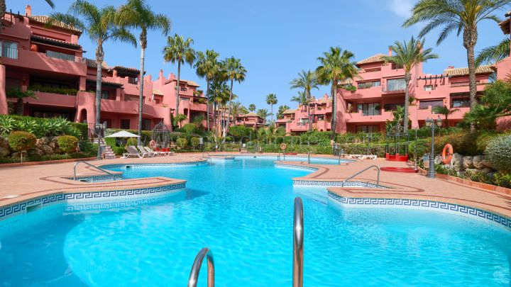 Estepona, Three Bedroom Beachfront Spacious Ground Floor
