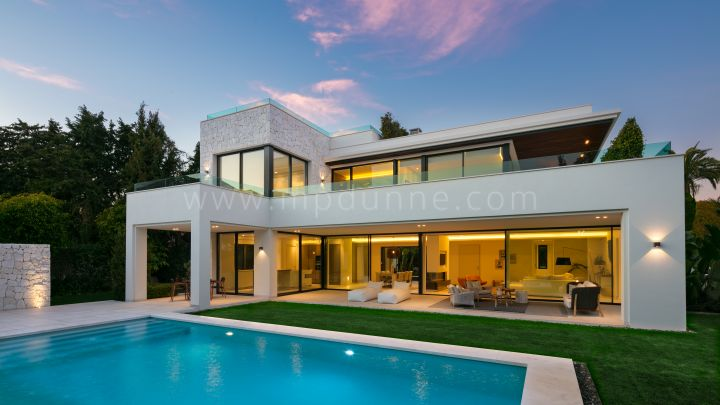 Estepona, Beachside newly built modern villa in Guadalmina, Marbella