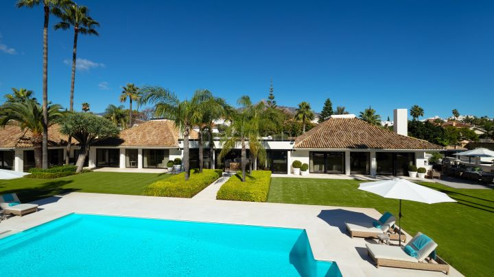 Nueva Andalucia, Marbella Estate Villa in Frontline Golf Gated Community