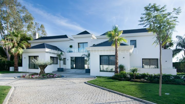 Benahavis, New Contemporary Villa in Gated Community in Benahavis