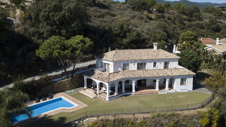 Benahavis, Classic villa with panoramic views in Monte Mayor