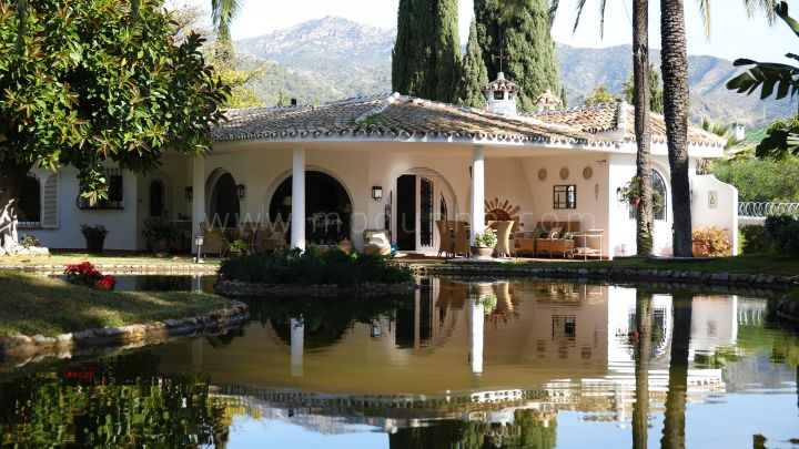 Marbella Golden Mile, Charming house on the big plot in Rocio Nagueles