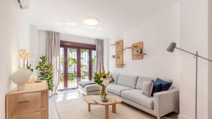 Nueva Andalucia, Refurbished four bedroom duplex apartment in La Maestranza