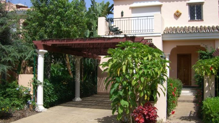 Estepona, Family home in Benamara Beach on the New Golden Mile