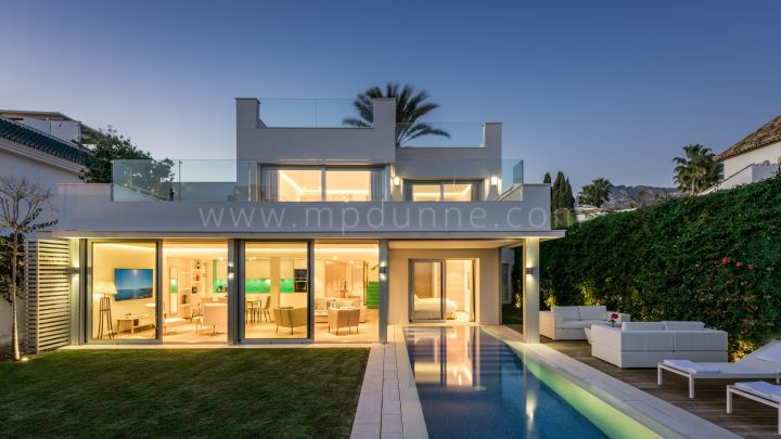 Marbella Golden Mile, Modern Five bedroom Villa in the Puente Romano Marbella