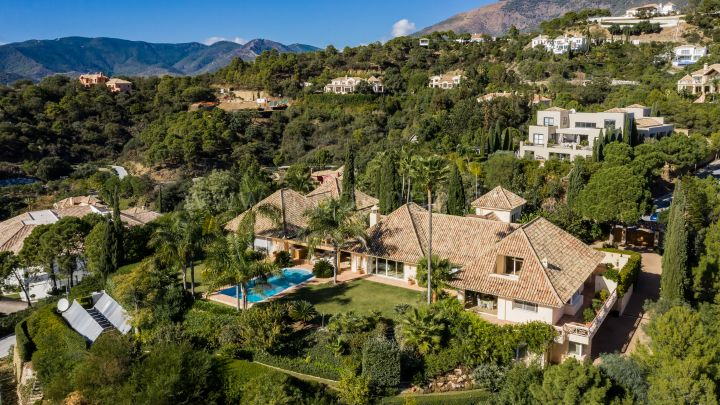 Benahavis, Classic Villa in La Zagaleta with Panoramic Sea Views