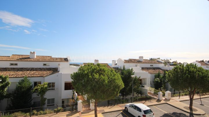 Benahavis, Two bedroom apartment in Altos de La Quinta II, Benahavis