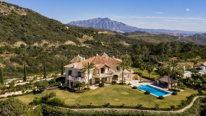 Benahavis, Quality Villa with Panoramic Sea views Marbella Club Golf Resort