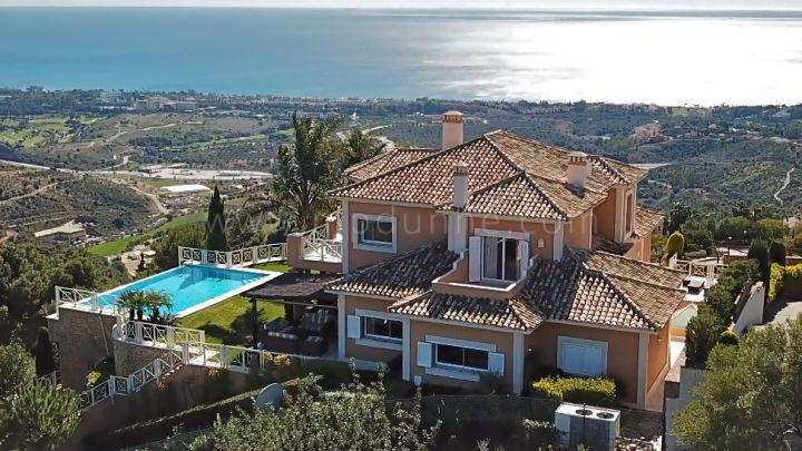 Marbella East, Modern villa with panoramic view in Altos de los Monteros