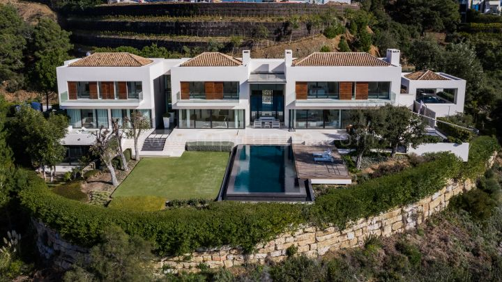 Benahavis, Contemporary Zagaleta villa with panoramic views