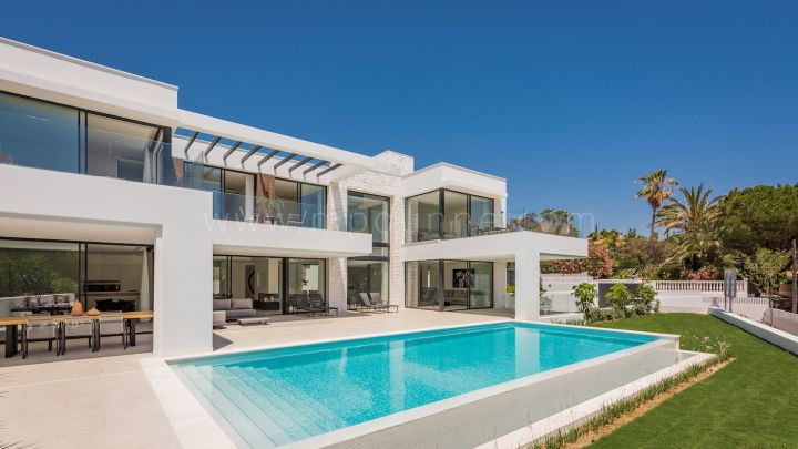 Marbella East, Modern detached villa on the beachside in Marbesa, Marbella East