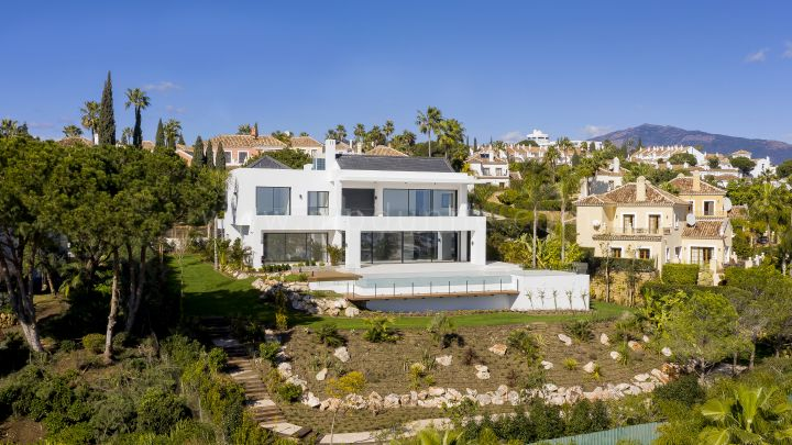 Estepona, Villa in El Paraíso with panoramic views