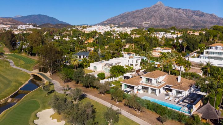 Nueva Andalucia, Frontline golf villa recently refurbished in Marbella
