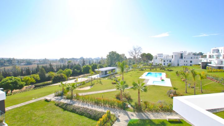 Estepona, Duplex penthouse in new development near amenities.