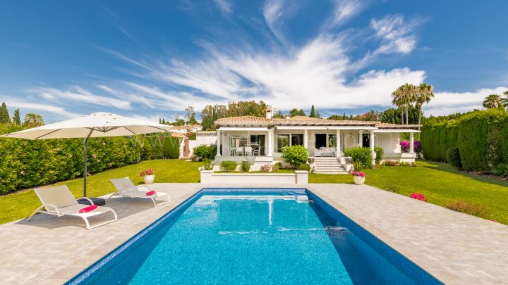 Estepona, Renovated Villa in El Paraiso Golf