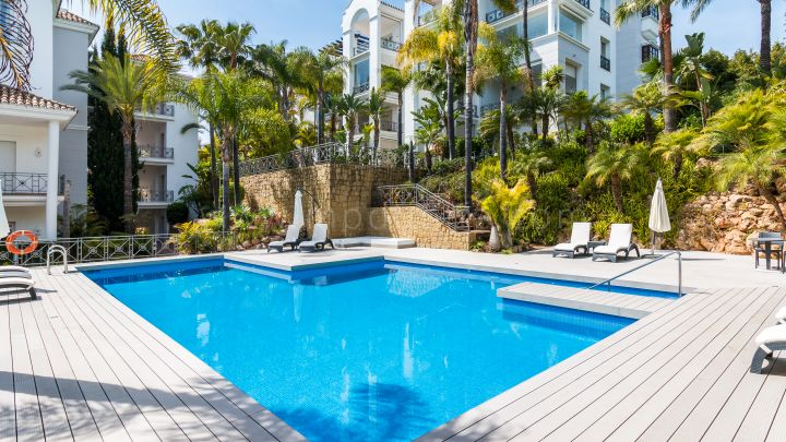 Marbella Golden Mile, Luxury Three Bedroom Garden Apartment in the Puente Romano