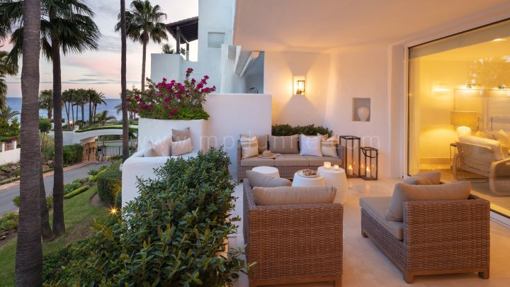 Marbella Golden Mile, Newly Renovated Apartment in the Puente Romano Marbella