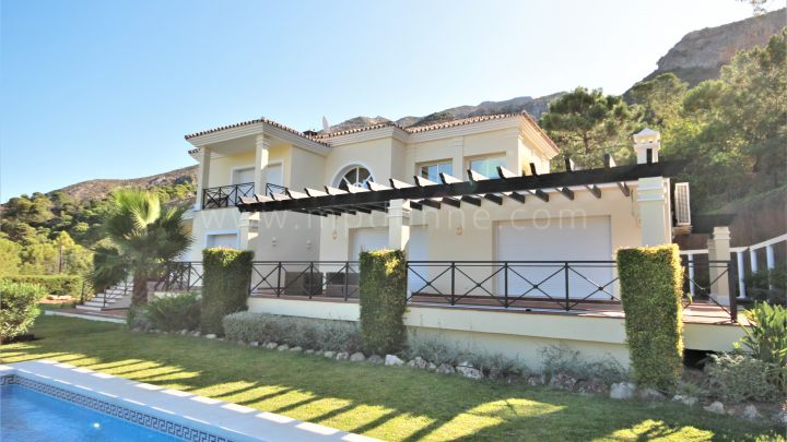 Istan, New villa with fantastic views for sale in Istán Marbella