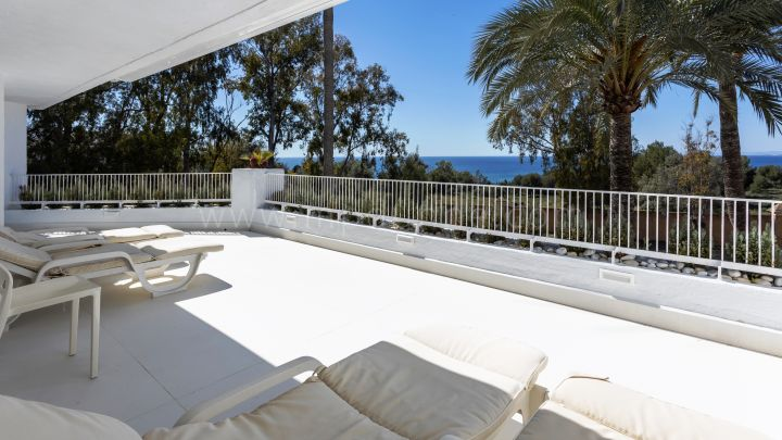 Marbella East, Duplex Apartment in Marbella East next to Rio Real Golf