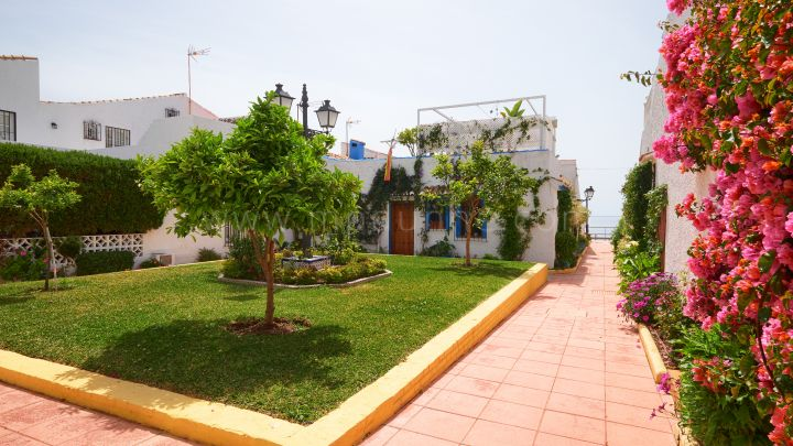 Estepona, Lovely fully renovated townhouse in New Golden Mile, Estepona