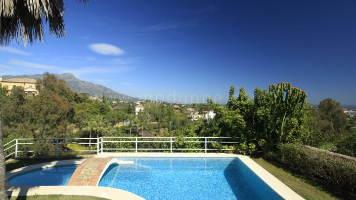 Benahavis, Five bedroom villa for sale in La Quinta