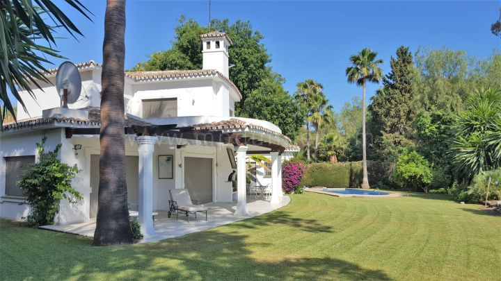 Nueva Andalucia, Investment Villa to refurbish Front Line Golf Villa Las Brisas Marbella