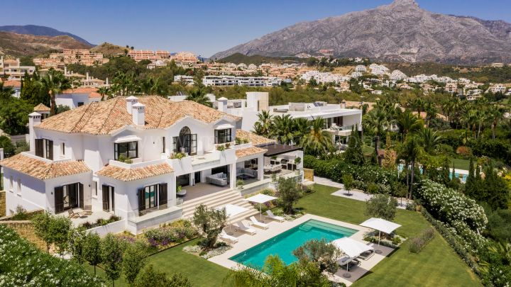 Nueva Andalucia, Modern Family Villa with Panoramic views in Nueva Andalucia